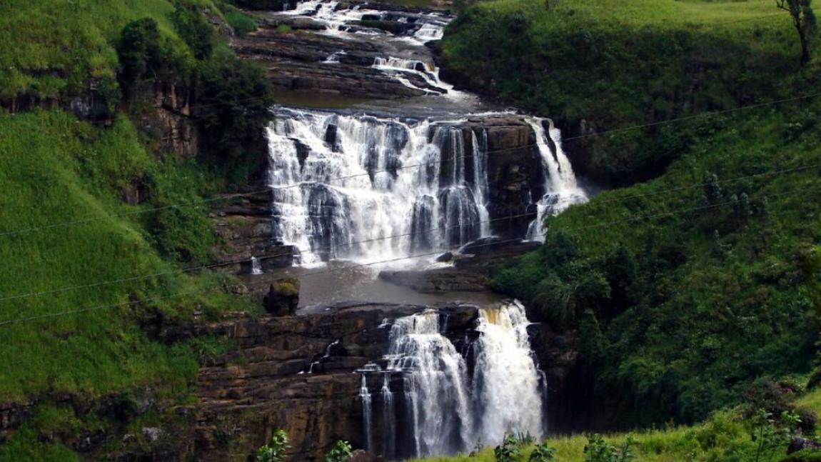 FIVE STUNNING WATERFALLS IN SRI LANKA